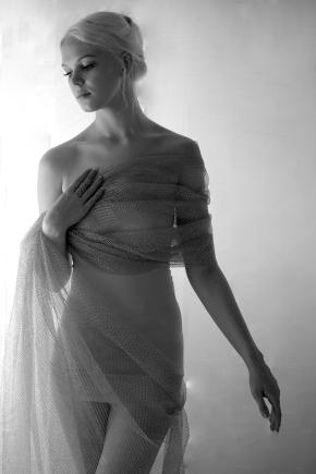 Charlotte drape bw